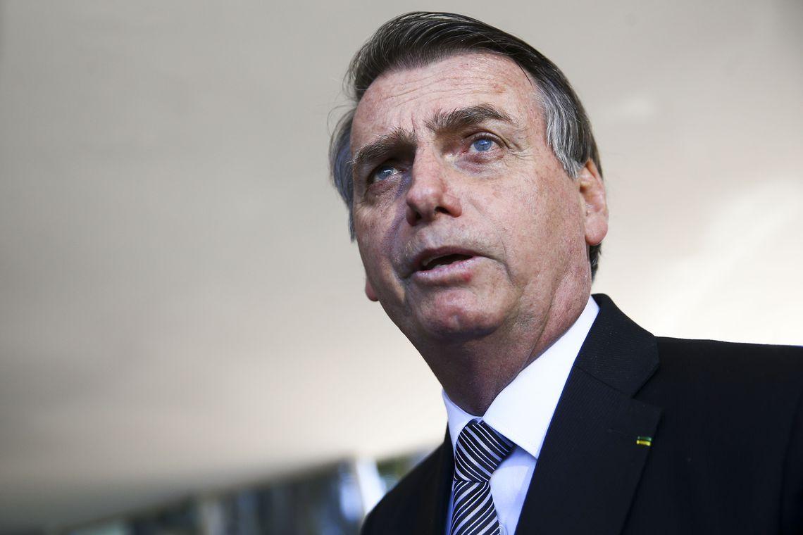 Photo of Bolsonaro quer investigar aumento abusivo em postos de combustível