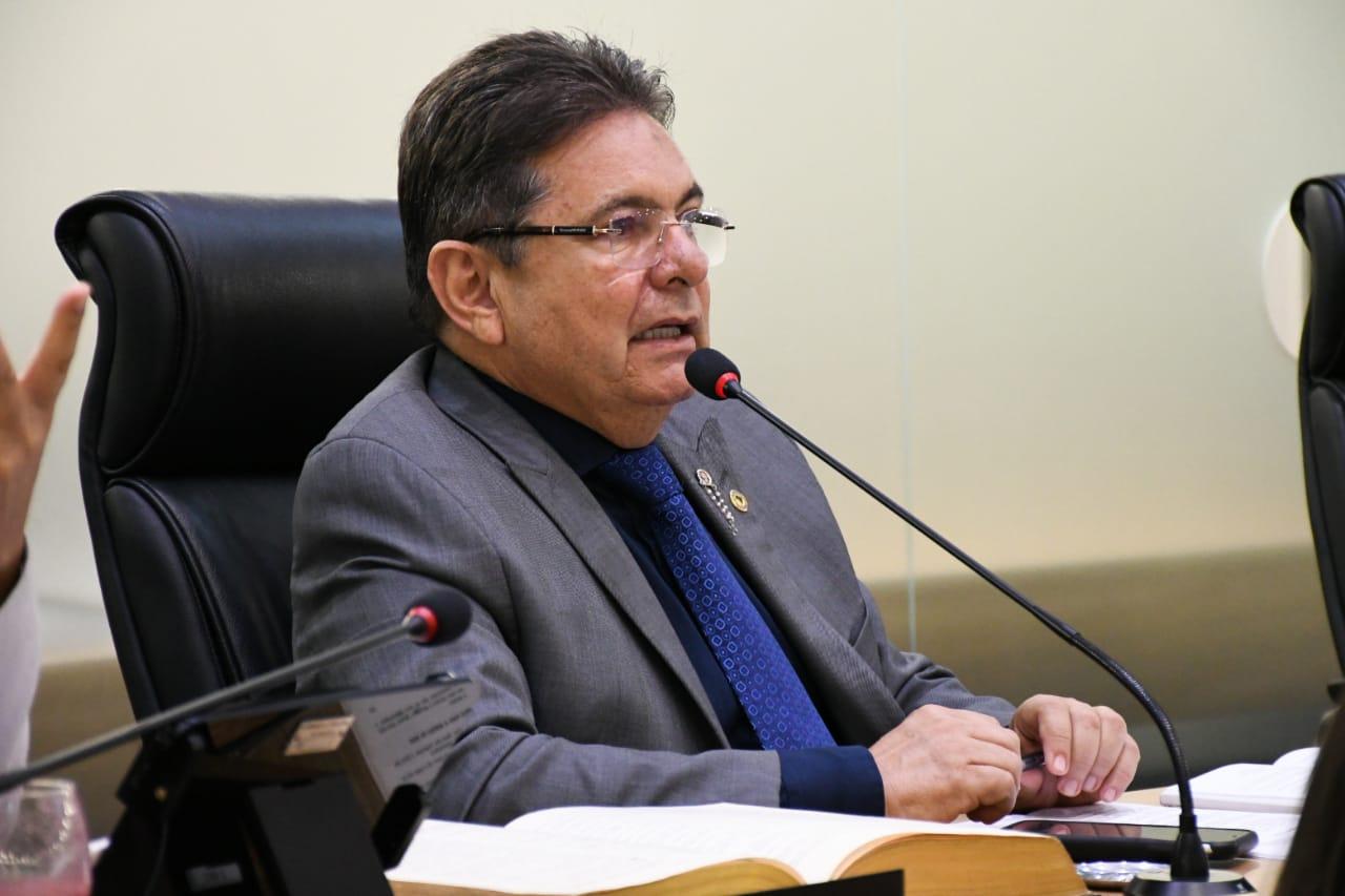 Photo of Adriano Galdino sancionada lei que cria Plano Emergencial para proteção de pessoas em situação de rua